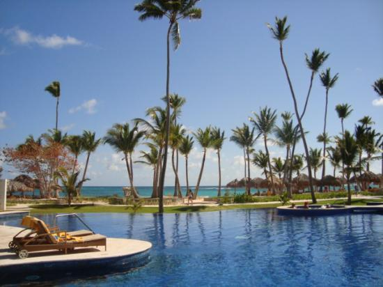 Iberostar Grand Hotel Bavaro: Pool overlooking the beach
