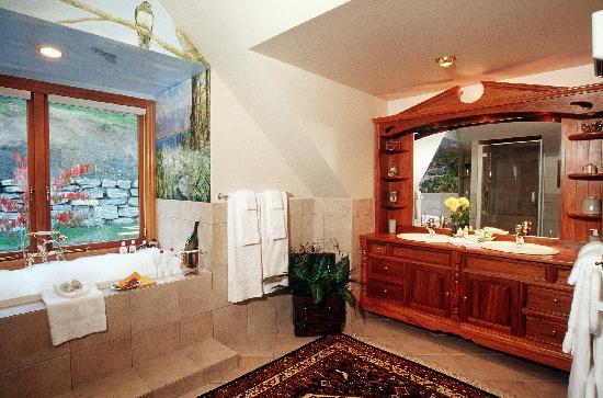 Pencarrow: Spa tub, double vanities, separate shower