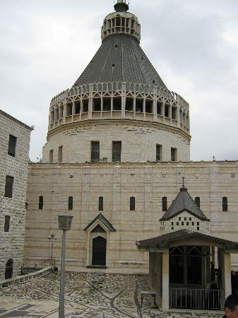 Casa Nova Hospice: la Basilica dell'Annunciazione davanti alla Casa