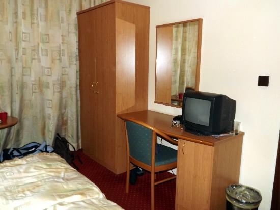 Aron : room
