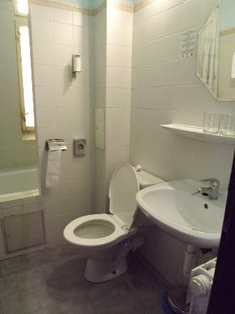 Aron : bathroom