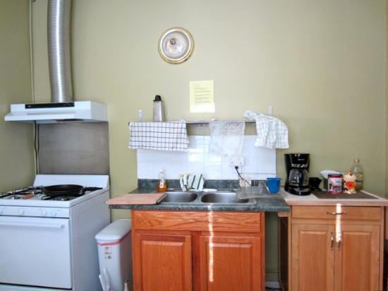 Harmony Motel: Large, well equipped kitchen in room 0