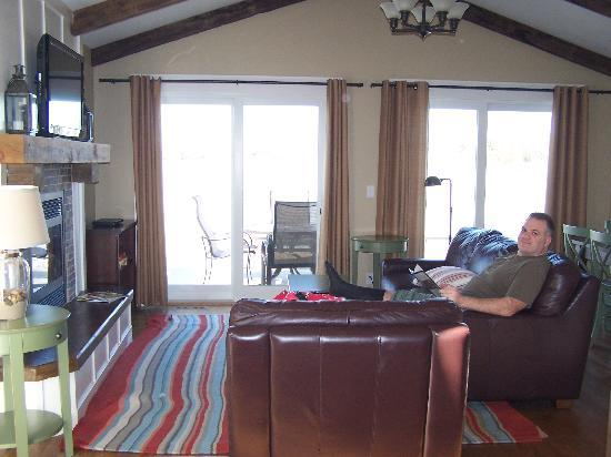 Grand View Lodge: Roy cabin living area