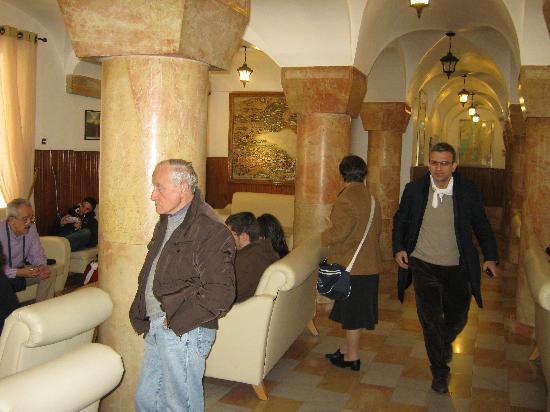 Custodia Di Terra Santa Casa Nova: il salone-hall della Casa