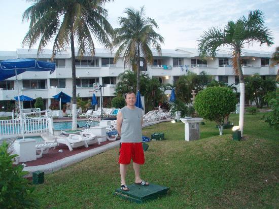 Caribbean Princess Resort: At swimming pool