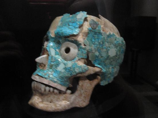 Museo de las Culturas de Oaxaca: Real skull decorated in Turqoiuse.