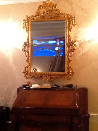 Hotel Canal Grande: The TV magically appeared in the mirror!