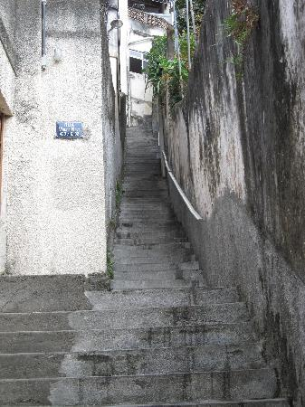 O Veleiro Bed and Breakfast: Staircase shortcut up to the B&B