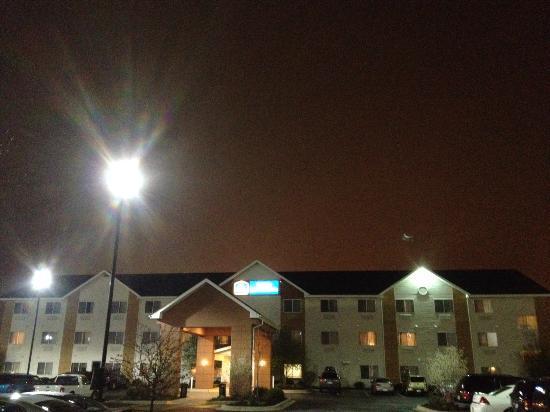 Baymont Inn & Suites Gurnee: exterior