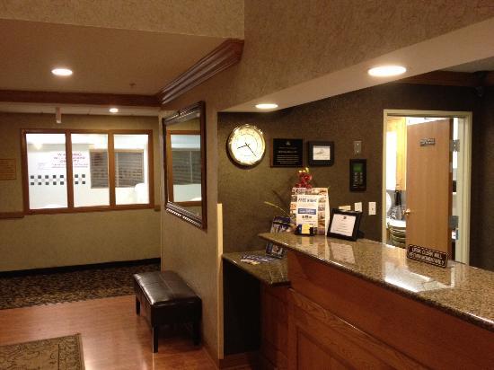 Baymont Inn & Suites Gurnee: lobby area