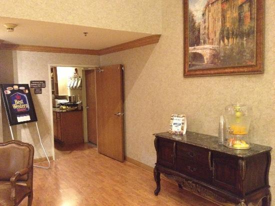 Baymont Inn & Suites Gurnee: lounge area