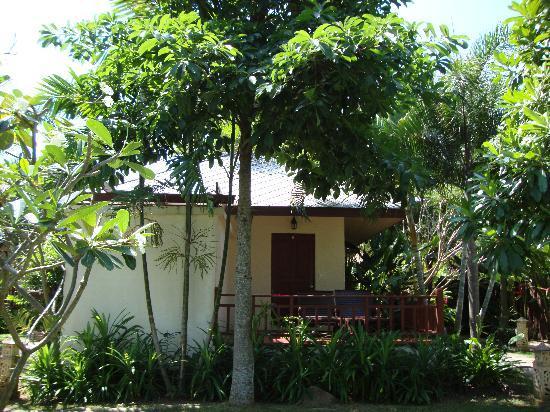 Promtsuk Buri: The bungalow!