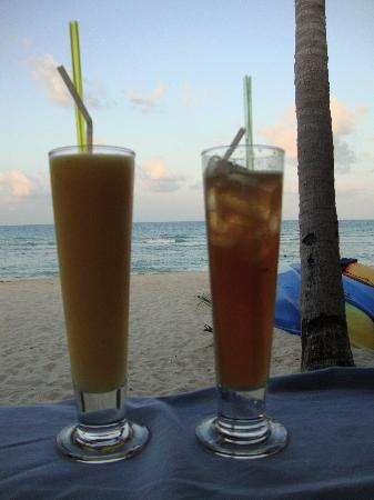 Promtsuk Buri: Beach and well priced cocktails!