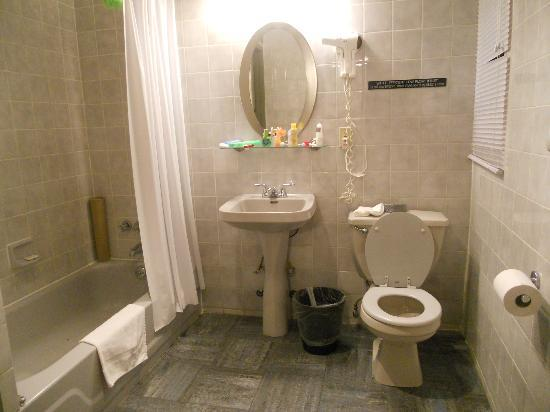 Off Soho Suites: Bathroom