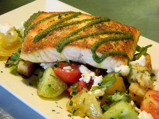 Breakaway Cafe Bar & Grill: Wild Salmon, Summer tomatoes