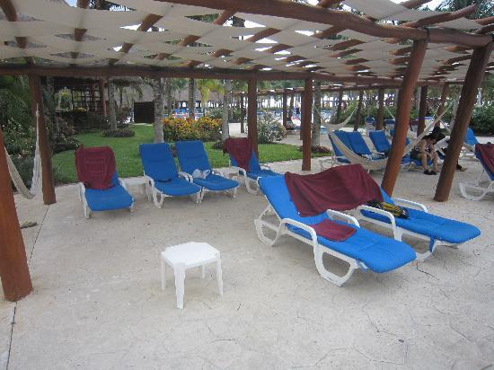 """Barcelo Maya Palace: Empty """"reserved"""" chairs...too many to count"""