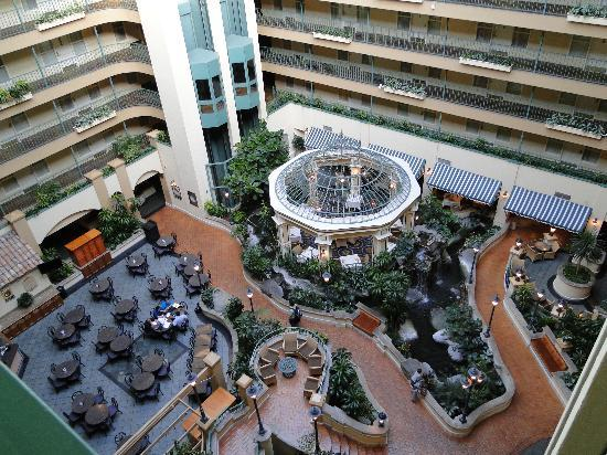Embassy Suites by Hilton Hotel Los Angeles-Downey: Looking down from the 7th floor, inside!