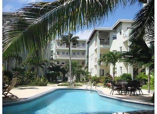 The Landings at Tres Cocos: Pool and Bermuda Beach condo