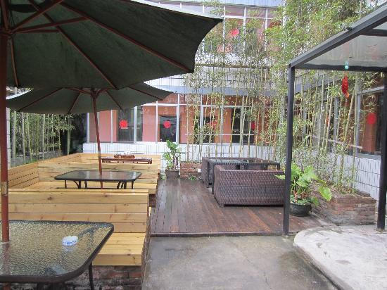 Wada Hostel: Outdoor patio