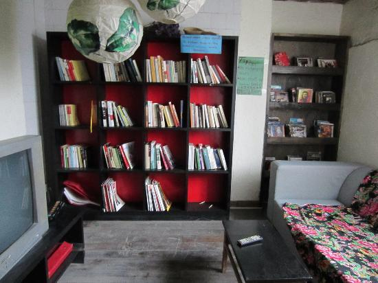 Wada Hostel: Reading/DVD area corner