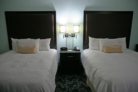 Hampton Inn & Suites Nashville @ Opryland: Beds