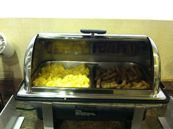 Quality Inn: Hot Scrambled Eggs... Yummmm