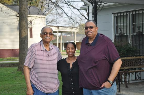 Microtel Inn & Suites by Wyndham Tuscumbia/Muscle Shoals: Oscar, Cheryl and Reggie Southard