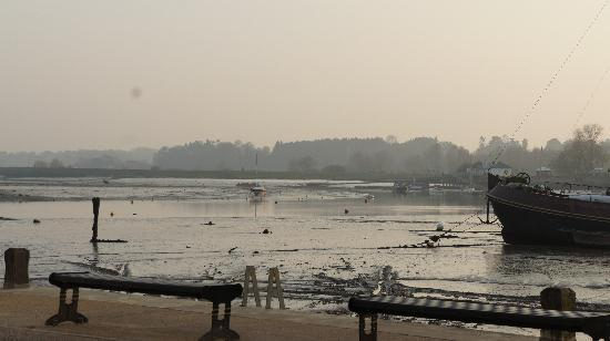 the waterfront cafe: Low tide on River Deben