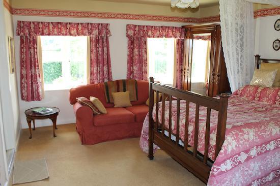 Corston Fields Farm: The Mahogany Room Bedroom. A double en-suite room.