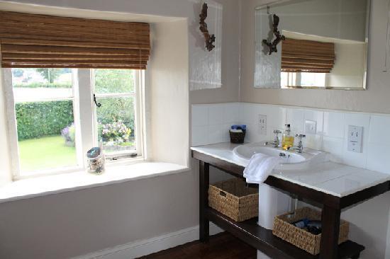 Corston Fields Farm: The bathroom in the Mahogany Room
