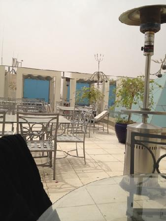 Luthan Hotel & Spa: roof terrace on a windy day after a sand storm!!