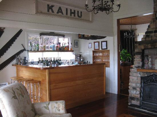 Waipoua Lodge: The guest bar