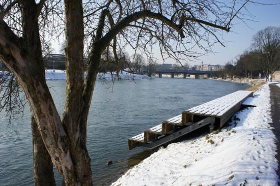 Das Schmale Haus: Im Winter an der Donau