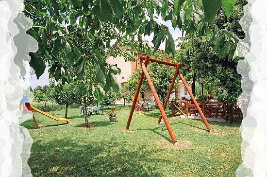 Camere Mariella: parco giochi