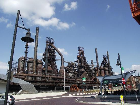 Sands Casino Resort: Part of the new arts and entertainment complex at the old Bethlehem Steel factory site. To the l