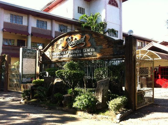 Rockpoint Hotsprings Resort - Hotel and Spa: Front Entrance of Rockpoint