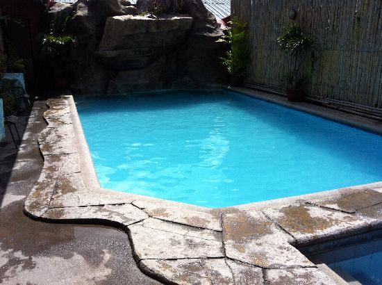Rockpoint Hotsprings Resort - Hotel and Spa : Pool 2 with waterfall
