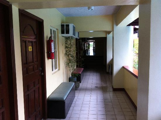 Rockpoint Hotsprings Resort - Hotel and Spa: hallway by the pool