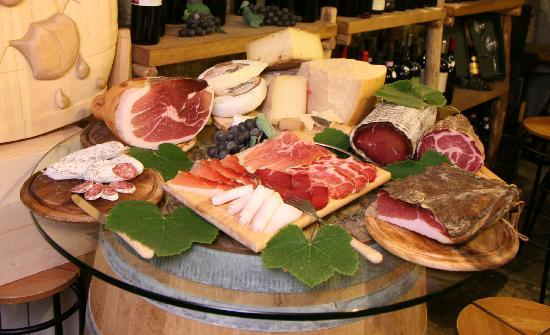 Cantina Follie: Our cheeses and cured meats