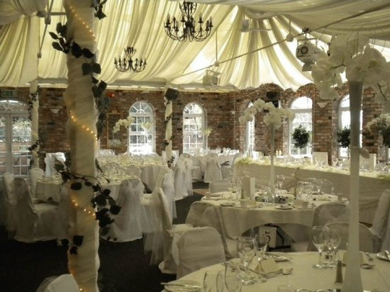Meifod Country House Hotel & Restaurant : Conservatory Wedding 2