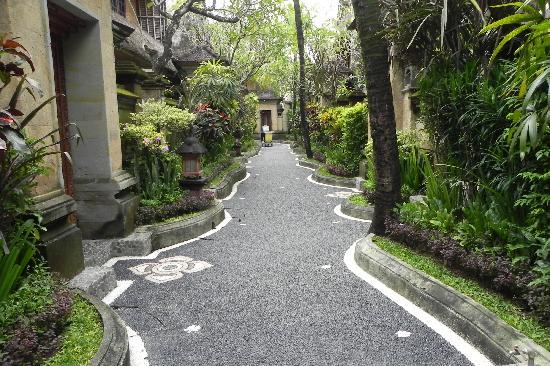 Puri Dewa Bharata Hotel & Villas : Gardens