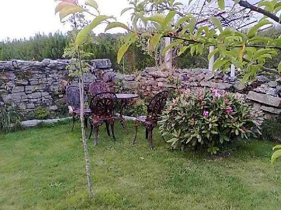 Jardin picture of casa rural os vilares santiago de for Casa rural jardin del desierto