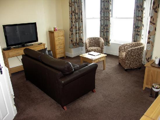 Inglewood: Seaview suite lounge area