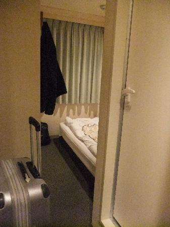 Hotel Heimat: Makes the actual space look good, it was smaller than this looks
