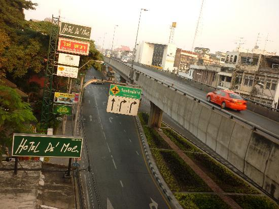 Hotel De Moc: express way view