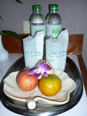 Hotel De Moc: Free water and fruit