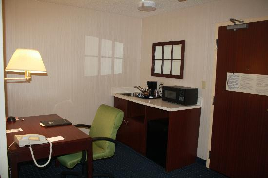 SpringHill Suites Cincinnati Northeast/Mason: Desk, etc.
