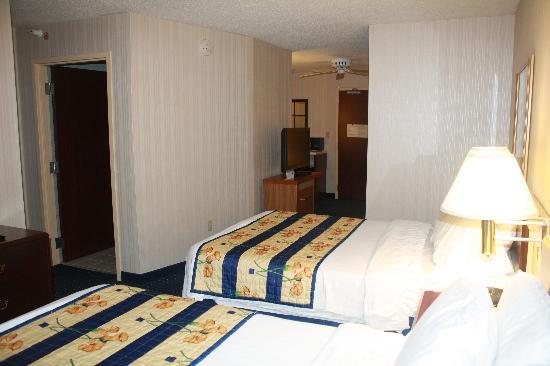 SpringHill Suites Cincinnati Northeast/Mason: Sleeping Area_02
