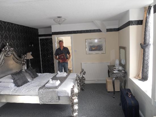 The Risboro Hotel: wow
