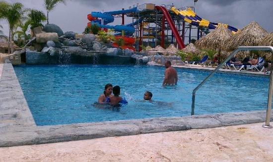 Sirenis Punta Cana Resort Casino & Aquagames : Pool with slides in the background